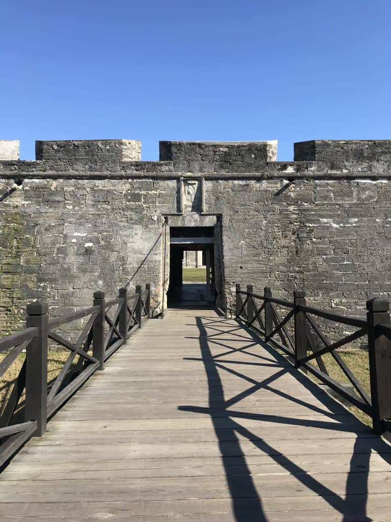 picture of the wooden bridge and stone entrance to the fort Castillo de San Marcos